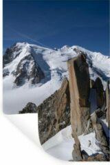 StickerSnake Muursticker Aiguille du Midi - Blauwe lucht boven de Aiguille du Midi berg - 20x30 cm - zelfklevend plakfolie - herpositioneerbare muur sticker