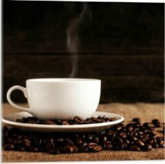 Beige KuijsFotoprint Plexiglas - Kopje Koffie met Koffiebonen - 50x50cm Foto op Plexiglas (Met Ophangsysteem)