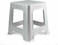 Forte Plastics Rotan opstapje/krukje in het zilver - 32 x 32 x 30 cm - Keuken/badkamer/slaapkamer handige krukjes/opstapjes