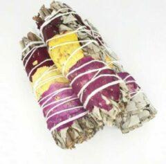 FineGoods Witte Salie met rozenblaadjes - roos - rozen - white sage with rose petals - smudge stick - 1 stuk - 10cm - meditatie - yoga - huis reiniging - zuivering