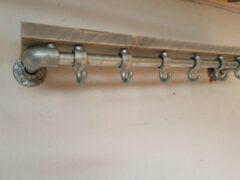 Rogi Steigerbuis Kapstok met Bovenplank   100cm   6 Haken   Buis 28mm   Industrieel   Loft   Robuust   Buis   Staal   Metaal   Hout en Staal   vintage grijs steigerhout   2x Geschuurd