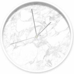 Dutch Sprinkles klok Marmer wit grijs, witte rand, zilveren wijzers