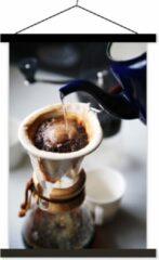 TextilePosters Filterkoffie wordt gezet op een ouderwetse wijze schoolplaat platte latten zwart 40x60 cm - Foto print op textielposter (wanddecoratie woonkamer/slaapkamer)