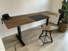 Bruine ZitStaBureau24 Professional Dark - Zit-sta bureau - Zwart onderstel - Donker eikenhout - Elektrisch verstelbaar 150cm breed
