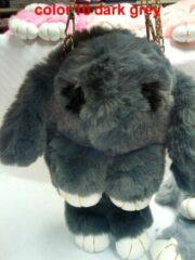 Licht-grijze VDTOYS CE Konijn in imitatie konijnenbont, kan ook als rugzak of als handtas gebruikt worden kleur is grijs