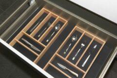 Zwarte Culinorm bestekbak antislipmat met 2 houten cassettes - Breedte 100 cm en diepte 47 cm
