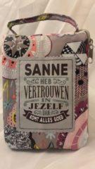 Grijze History&heraldy Shopper bag dames met leuke tekst SANNE HEB VERTROUWEN IN JEZELF DAN KOMT ALLES GOED winkeltasje Wordt geleverd in cellofaan met linten