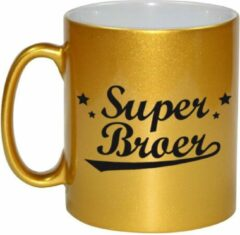 Bellatio Decorations Super Broer Tekst Cadeau Mok / Beker - 330 Ml - Goudkleurig - Kado Koffiemok / Theebeker
