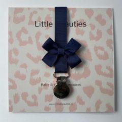 Marineblauwe Speenkoord blauw - Little Beauties - baby - peuter - newborn - navy - kraamkado - babymusthave - strik - speenkoord - babyshower - kado - babygift - leeftijd 0-36 maanden
