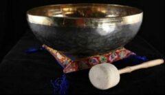 Bruine Yogi & Yogini Klankschaal Ishana zwart/goud - 12.5 cm - 475-525 gr