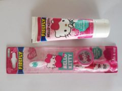 IKOOP & PROCLAIMS © Hello Kitty tandpasta met Hello Kitty tandenborstel