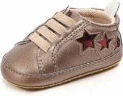 Jodeledokie Gouden sneakers met rode sterren - Kunstleer - Maat 21 - Zachte zool - 12 tot 18 maanden