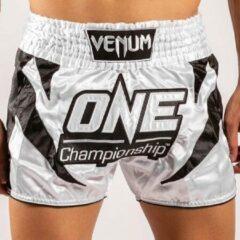 Venum x ONE FC Muay Thai Shorts Wit Zwart Maat Venum Kickboks Muay Thai Shorts: XS - Kids 7/8 Jaar | Jeans maat 26