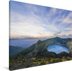 MuchoWow Fantastische lucht boven het vulkanische landschap van Kelimutu Canvas 80x60 cm - klein - Foto print op Canvas schilderij (Wanddecoratie woonkamer / slaapkamer)