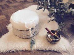 Groene Nietsisalles Bohemian wit rond 100% wollen meditatiekussen met kristal en boekweitvulling