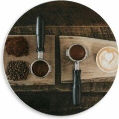 Beige KuijsFotoprint Forex Wandcirkel - Gemalen Koffiebonen en Koffie op een Plankje - 50x50cm Foto op Wandcirkel (met ophangsysteem)