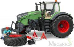 Groene Bruder 04041 - Fendt 1050 Vario tractor met garage, figuur en accessoires - Speelset
