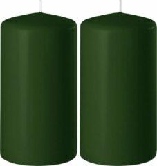 Enlightening Candles 2x Donkergroene cilinderkaarsen/stompkaarsen 6 x 12 cm 45 branduren - Geurloze kaarsen donkergroen - Woondecoraties
