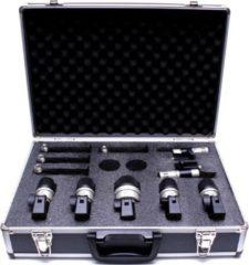 De Devine MIC-DS set drum microfoons is een professionele microfoonset, bestaande uit 7 microfoons en alle benodigde accessoires om een uitgebreide drumkit te kunnen opnemen. Geleverd in een aluminium opbergkoffer.