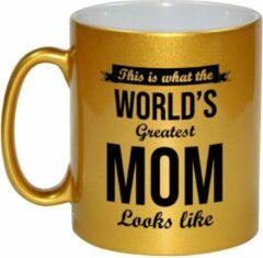 Bellatio Decorations This is what the worlds greatest mom looks like cadeau koffiemok / theebeker - 330 ml - goudkleurig - Moederdag - verjaardag / bedankje / cadeau - tekst mokken
