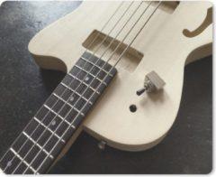 MousePadParadise Muismat Basgitaar - Een semi-akoestische vijfsnarige basgitaar muismat rubber - 23x19 cm - Muismat met foto