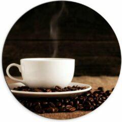 Beige KuijsFotoprint Dibond Wandcirkel - Kopje Koffie met Koffiebonen - 70x70cm Foto op Aluminium Wandcirkel (met ophangsysteem)