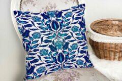 Zijou Decoratieve woonkamer sierkussen blauwe bloemen afmeting - Kussens woonkamer - Binnen of Buiten decoratie sierkussens 45x45cm
