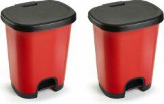 Forte Plastics Set van 2x stuks kunststof afvalemmers/vuilnisemmers/pedaalemmers in het rood/zwart van 27 liter met deksel en pedaal. 38 x 32 x 45 cm.
