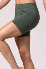 Groene REVIVE Sportswear REVIVE seamless en highwaist dames yoga-sportshort AMARANTE - duurzaam
