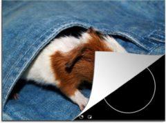 KitchenYeah Luxe inductie beschermer Baby cavia - 70x52 cm - Baby cavia in een spijkerbroek zak - afdekplaat voor kookplaat - 3mm dik inductie bescherming - inductiebeschermer