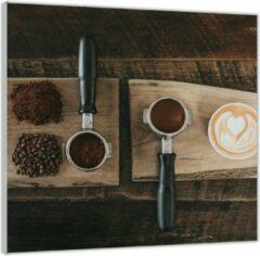 Bruine KuijsFotoprint Plexiglas –Gemalen Koffiebonen en Koffie op een Plankje– 50x50 (Wanddecoratie op Plexiglas)