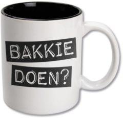 Snoepkado.com Zwart Wit Mok - Bakkie doen? - In cadeauverpakking met krullint