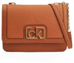 Calvin Klein Dames Schoudertassen Flap Shoulder Bag Md - Cognac