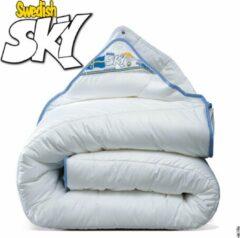 Witte Swedish Sky | Luxe Non-Allergisch Wasbaar 4-Seizoenen Dekbed | Het Echt Ademende Anti-Allergische HolleVezel Dekbed | 240x220cm (Extra Lang)