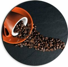 Oranje KuijsFotoprint Dibond Wandcirkel - Koffiekop met omgevallen Koffiebonen - 20x20cm Foto op Aluminium Wandcirkel (met ophangsysteem)