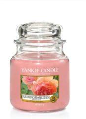 Roze Yankee Candle - Sun-Drenched Apricot Rose Candle ( meruňková růže ) - Vonná svíčka - 411.0g