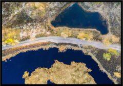 Blauwe Wallll Poster Drone Hatertse Vennen - 30x40cm met Fotolijst – Natuur Poster – Ingelijst