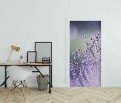Paarse Wallstation Deursticker Bloemen 11 - 100 x 250 cm - Gratis installatie-kit - Snelle levering