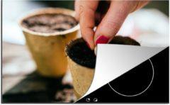 KitchenYeah Luxe inductie beschermer Zaaien - 80x52 cm - Zaadjes worden in bloempotten gezaaid - afdekplaat voor kookplaat - 3mm dik inductie bescherming - inductiebeschermer