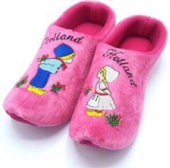 Roze Holland slippers by Wilhelmus Klompsloffen Kissing couple maat 16-19