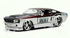 Bordeauxrode Ford Mustang GT 1967 Harley Davidson 1:24 Maisto