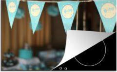 KitchenYeah Luxe inductie beschermer Babyshower jongen - 80x52 cm - Blauwe vlaggen tijdens een babyshower - afdekplaat voor kookplaat - 3mm dik inductie bescherming - inductiebeschermer