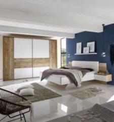 Schlafzimmer mit Bett ( 180 x 200 cm ) und Kleiderschrank ( Breite ca.: 267 cm ) Weiss / Wildeiche PolPower San Marino