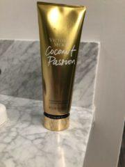 Victoria's Secret Coconut Passion by Victoria's Secret 240 ml - Body Lotion