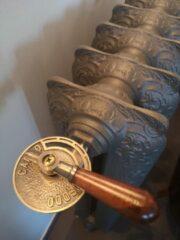 Bronze Merkloos / Sans marque Antieke radiatorkraan Freddo – Caldo met houten handvat voor gietijzeren radiatoren.