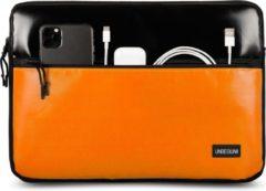 UNBEGUN MacBook Air 13 inch case met oranje voorvak (van gerecycled materiaal) - Zwart/Oranje laptop sleeve voor nieuwe MacBook Air 13.3 inch (2018/2019/2020)