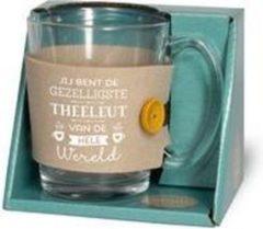 """Turquoise Snoepkado.com Theeglas - Jij bent de gezelligste theeleut van de hele wereld - Gevuld met verpakte Italiaanse bonbons - Voorzien van een zijden lint met de tekst """"Speciaal voor jou"""" In cadeauverpakking met gekleurd lint"""