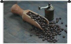 1001Tapestries Wandkleed Koffieboon - Koffiebonen op een donkere houten achtergrond met koffiemolen Wandkleed katoen 150x100 cm - Wandtapijt met foto