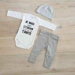 Maison Marcella Baby cadeau geboorte unisex jongen of Meisje Setje 3-delig newborn | maat 62-68 | grijs mutsje en broekje en romper lange mouw wit met zwarte tekst ik mag ook nooit iets ik ga naar mijn tante