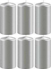Enlightening Candles 8x Metallic zilveren cilinderkaarsen/stompkaarsen 6 x 12 cm 45 branduren - Geurloze kaarsen metallic zilver - Woondecoraties